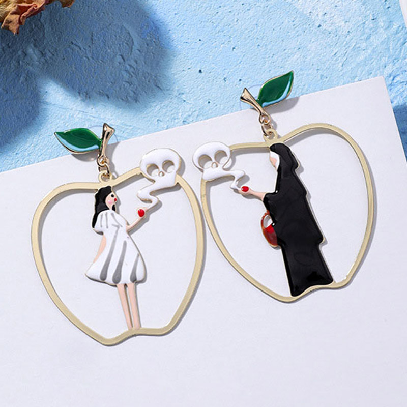 Furniture 2018 Fairy Tales Cartoon Snow White Black Queen Poison Apple Asymmetric Drop Earrings For Women Funny Big Apple Earring