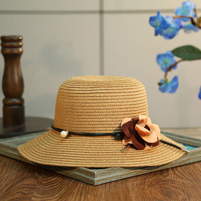 Decorativo elegante Hermosa Flor Sombrero de Verano 2017 de Protección  Solar Sombreros de Paja Para Las d007aab9184