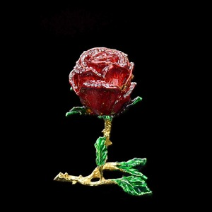 Image 4 - QIFU الحرف اليدوية Romanticred روز شكل مجوهرات وصيفه الشرف هدية
