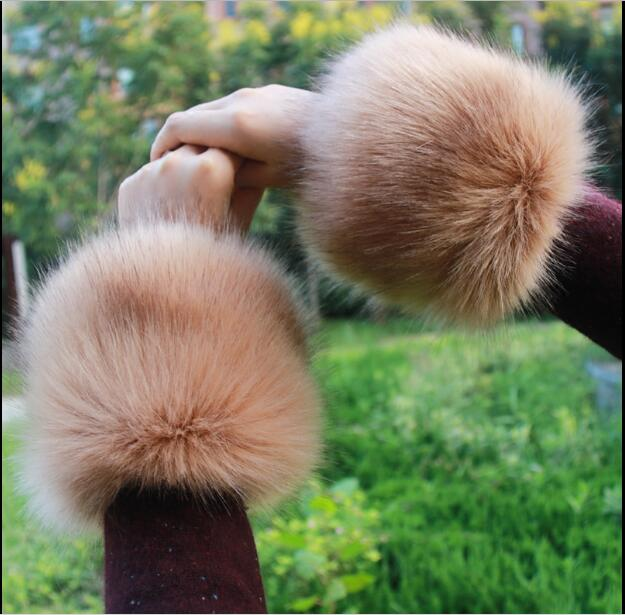 Cheap Sale Fur Cuff Warmer Womens Arm Cuffs Soft Fluffy Warm Luxury Accessories One Pair Fashion Decoration For Down Coats