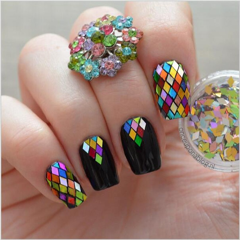 Ромбы на ногтях