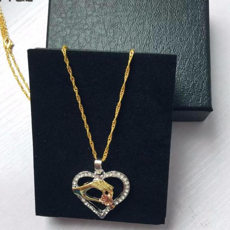 2019 Cubic Zirconia Mom Necklace Baby Heart Pendant Daughter Son Child Family Love Jewelry Friends Birthday Mother Days Gift Box 20