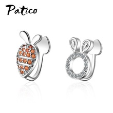 Top Vendeur Asymmetrical 925 Sterling Silver Simple Rabbit Carrot Ear Clip Korean Cute CZ Cubic Zircon Earrings Wholesale