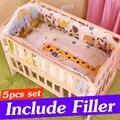 5 PCS Jogo de Cama Infantil Do Bebê Recém-nascido Do Bebê Berço Cama Conjunto Com carros Do Bebê Conjuntos de Berço Do Bebê Bumper Cama Com Enchimento 90x50 cm CP01S