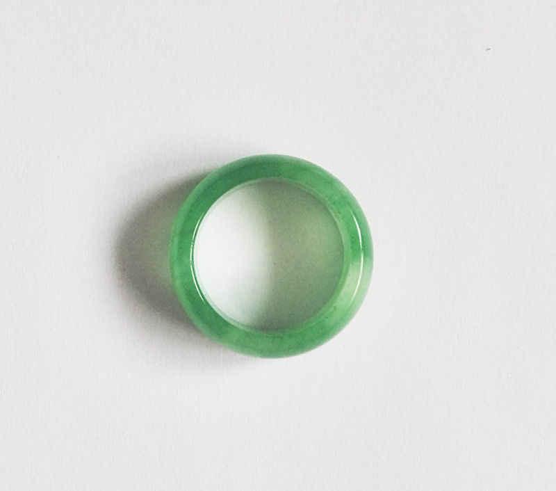 จัดส่งฟรี11665ดีจีนสีเขียวธรรมชาติมือแกะสลักคน/ผู้หญิงแหวน