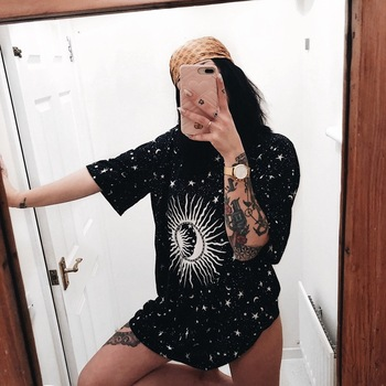 9a783519ef996 Crescente Estrelas óculos de Sol do vintage Impressão Mulheres camiseta  Casual Top de Algodão T-shirt Para Meninas Tumblr Hipster Top Tee  DropShipping