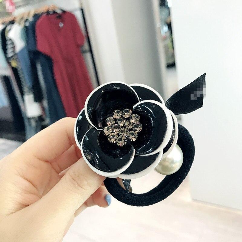 0d37e3126a30 Elegante Camelia broches lujo Cubic Zirconia joyería Camelia flor broche  para las mujeres de moda regalos