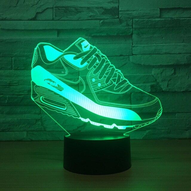 L'enfant sept colorent des chaussures d'illumin... nm6hhejw41