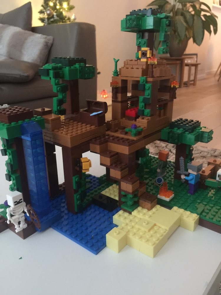 цена на Model building kits compatible with lego my worlds Minecraft The Jungle Tree House model building toys hobbies for children