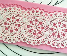 MX089 Classic Flower Pattern Lace Mold Silicone Sugar Lace Pad Cake Brim Decoration Mold Kitchenware DIY Tool