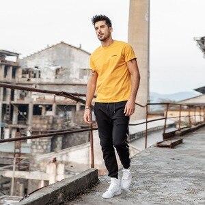 Image 3 - SIMWOOD nowy 2020 letni T Shirt mężczyźni 100% bawełna haftowane Casual t shirt podstawy O neck wysokiej jakości Plus rozmiar mężczyzna Tee 190107