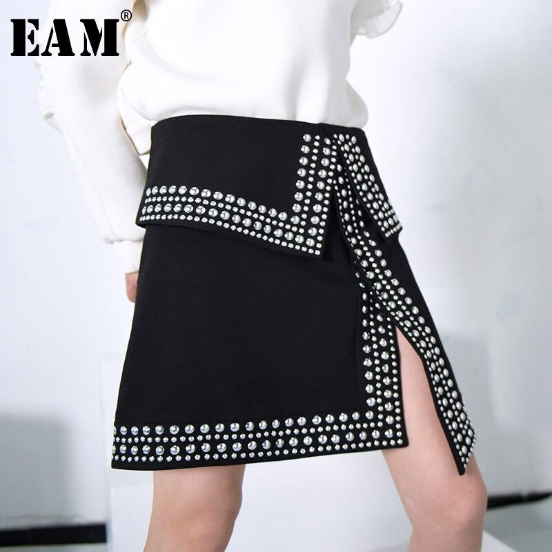 [EAM] 2019 Spring New Fashion Temperament High Waist Rivet Nail Pearl Asymmetry Vent Half-body Black Sexy Tide Skirt YA91801