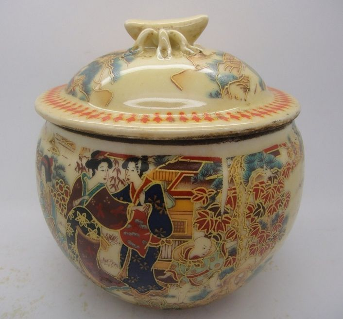 Old China handmade porcelain pot painting, sculpture Maid pots
