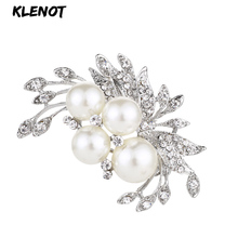 цена на Elegant Floral Brooch Freshwater Pearl Brooch Pin Crystal Rhinestones Flower Brooches for Women Plant Jewelry Bouquet Decoration