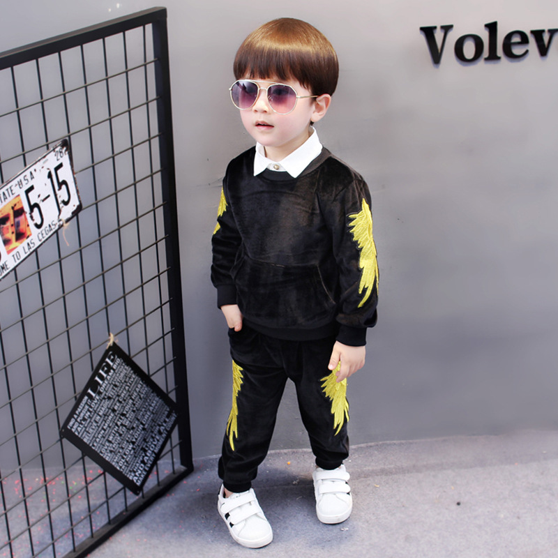 SexeMara Childrens clothing 2017 autumn new boys gold velvet suit Korean boys wings embroidery sports suit