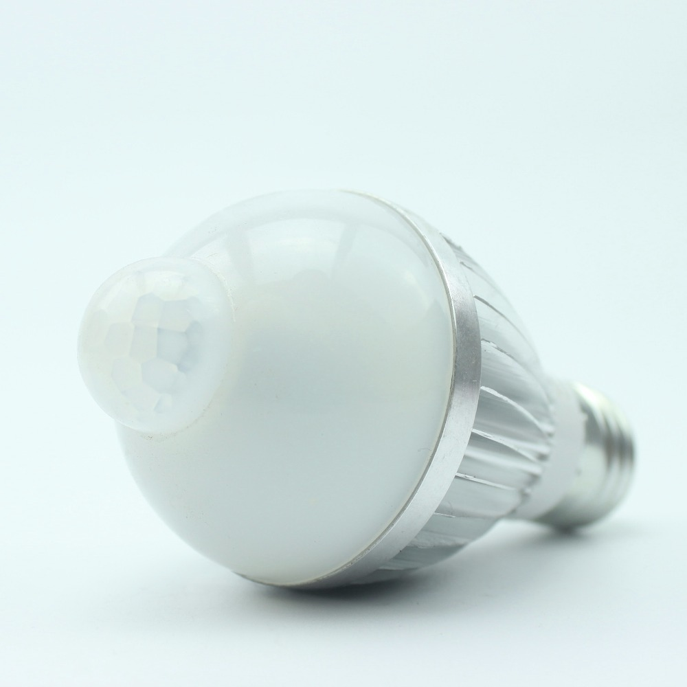 12V PIR night light led bulb 5W Aluminum body LED Lamp with human sensor E27 base home garden warehouse garage safe guard system машины полесье сталкер автомобиль кран
