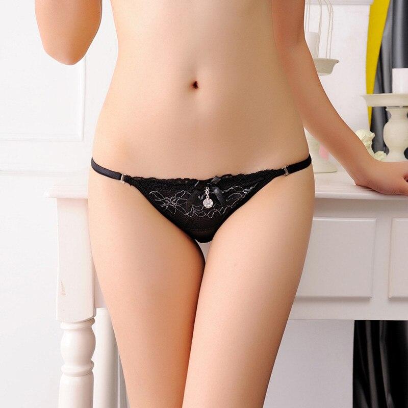 Mature wife posing nude ass
