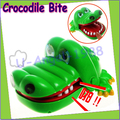 1pcs 2015  big size Crocodile bite Finger Game Funny Toy For Kid Child fool's day toy 17*12cm Wholesale dropship