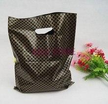 100 pz/lotto 25x35 cm Nero Plaid di Grandi Dimensioni di Plastica Shopping Bags Thick Boutique Abbigliamento Regalo di Plastica di Imballaggio Sacchetto del Regalo con Manico
