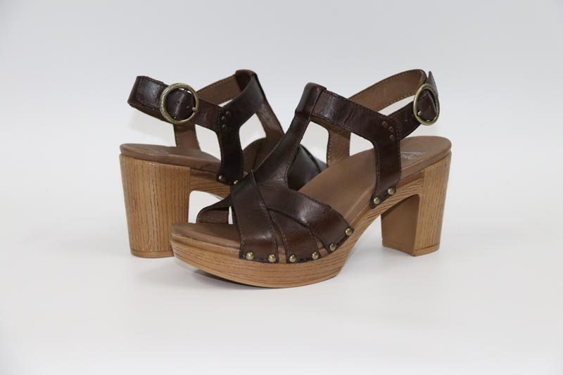 ФОТО The 17 summer new high-end leather sandals are sandals all-match rivet