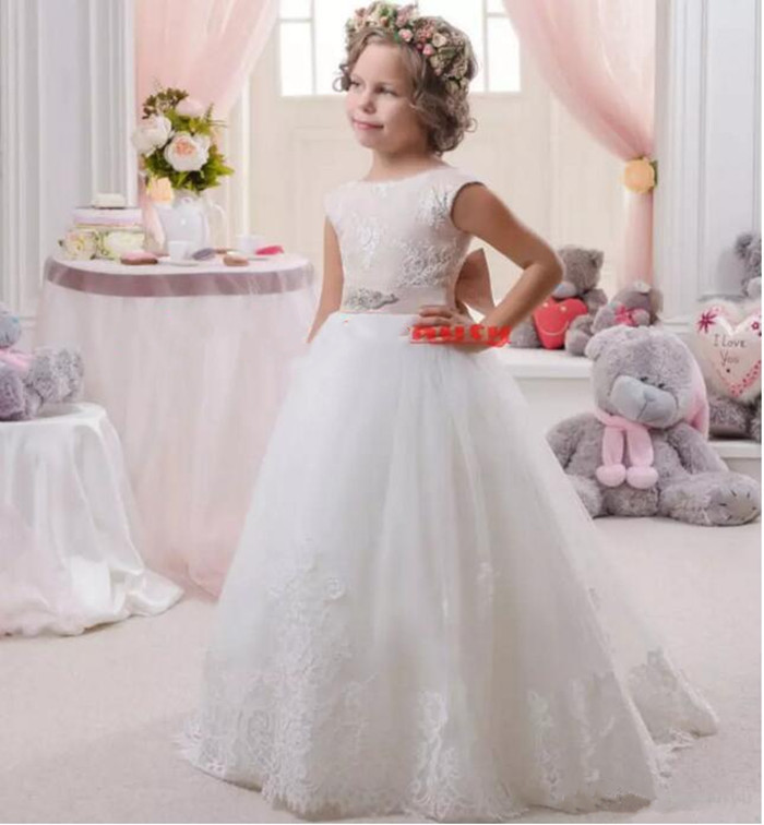 Hot Sale Lovely White Lace Flower Girls Dresses A Line Tulle Floor Length with Belt Girls 2017 Cheap First Communion Dress
