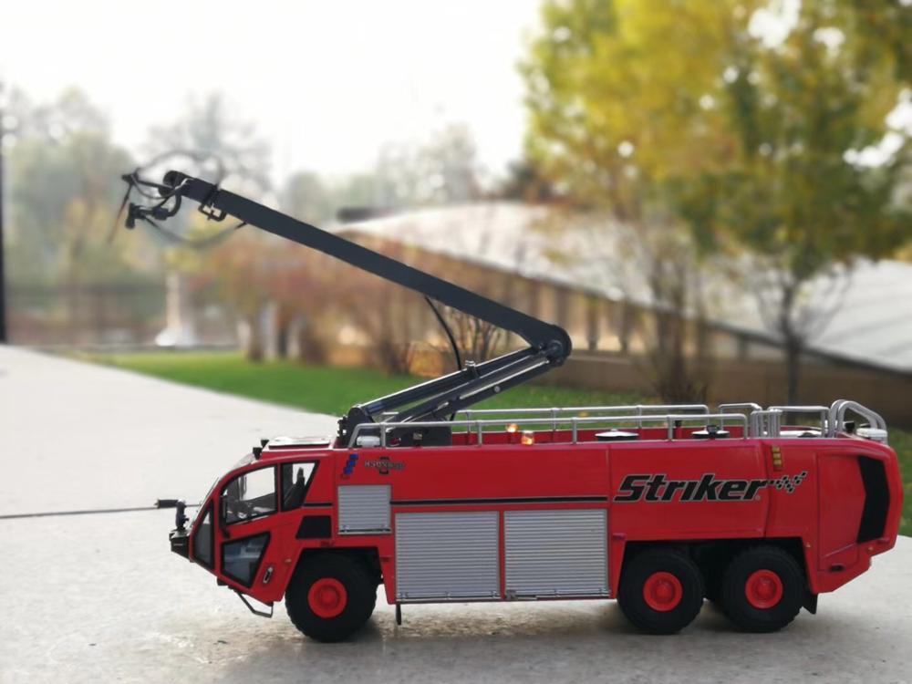 Alliage de collection modèle jouet cadeau 1:50 échelle OSHKOSH Striker 3000 aéroport camion de pompiers moulé sous pression modèle camion véhicules jouets décoration
