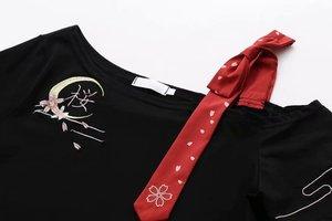 Image 3 - 여성 일본식 T 셔츠 스커트 세트 귀여운 검은 색 반소매 사쿠라 Emboridered Single Shoulder off Outfit