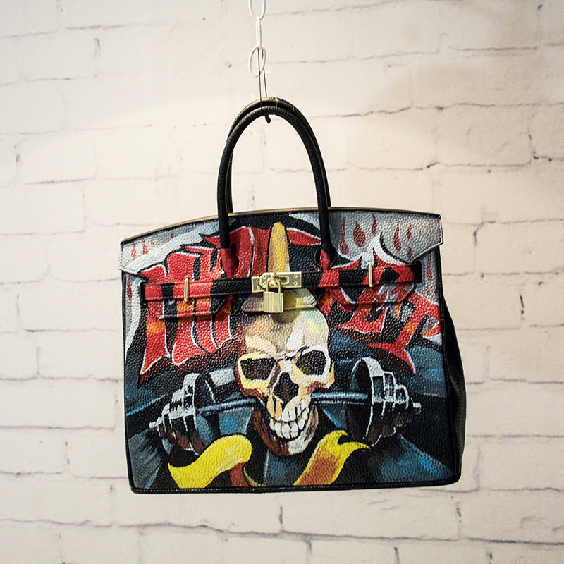 2016High Quality Famous Brands Women Bag PU Leather Handbags Tote Bags Golden Lock Big handwriting cartoon Skull Package 35 CM