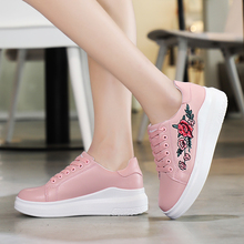 Small white shoes female 2019 spring and summer wild embroidery