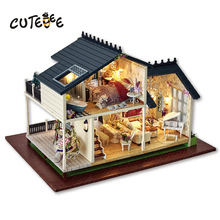 Gaver Merker Cute Room DIY Doll House Wooden Doll House Unisex 3d Dollhouse Møbler Kids Toy Doll House Miniatyr håndverk A032