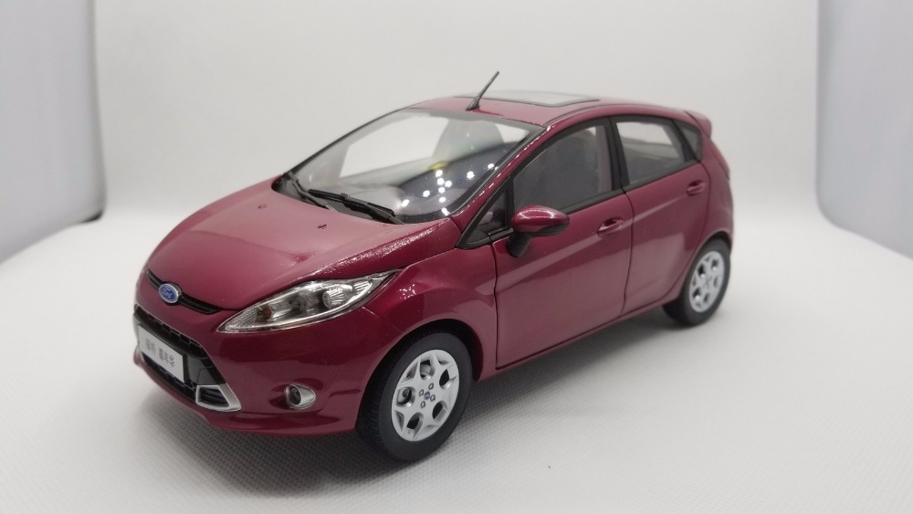 1:18 Diecast Model for Ford Fiesta 2011 Purple Red Hatchback Alloy Toy Car Miniature Collection Gifts босоножки sweet shoes sweet shoes sw010awtbr38