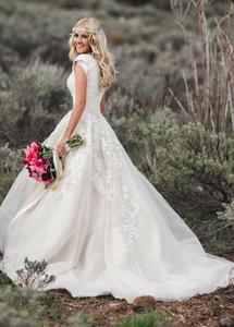 Image 1 - Neue Ballkleid Spitze Tüll Modest Brautkleider Mit Cap Sleeves Schatz Country Western Brautkleider Modest Ärmeln