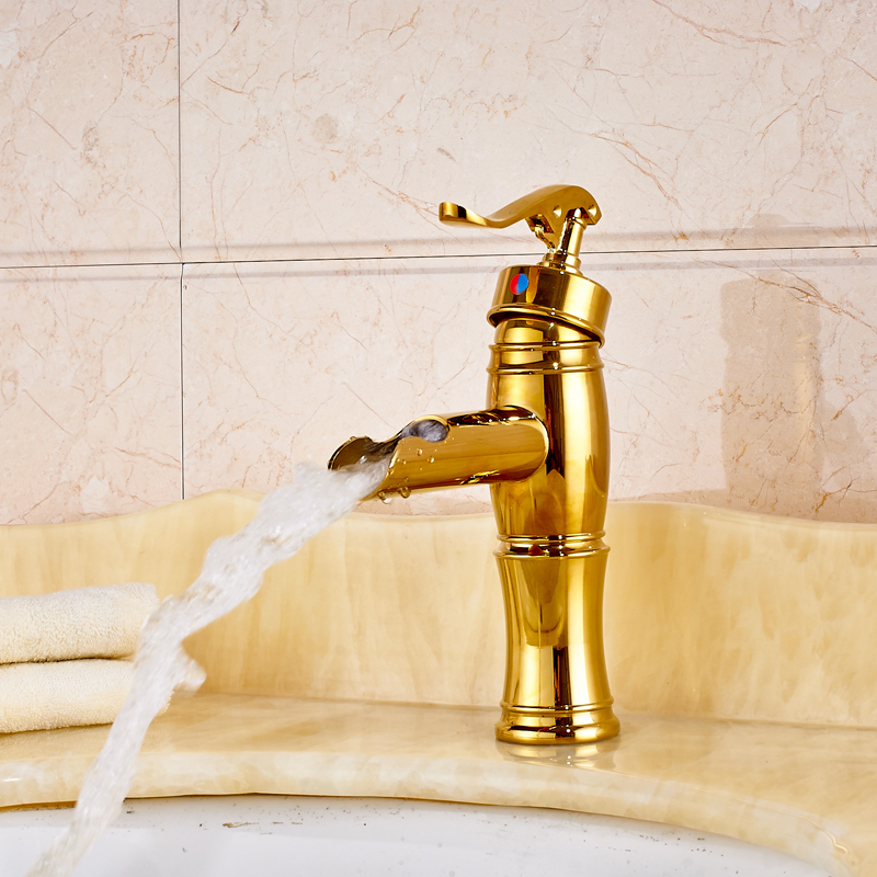 цена Deck Mounted Short Waterfall Brass Basin Faucet Single Lever Bathroom Vanity Sink Mixer Taps