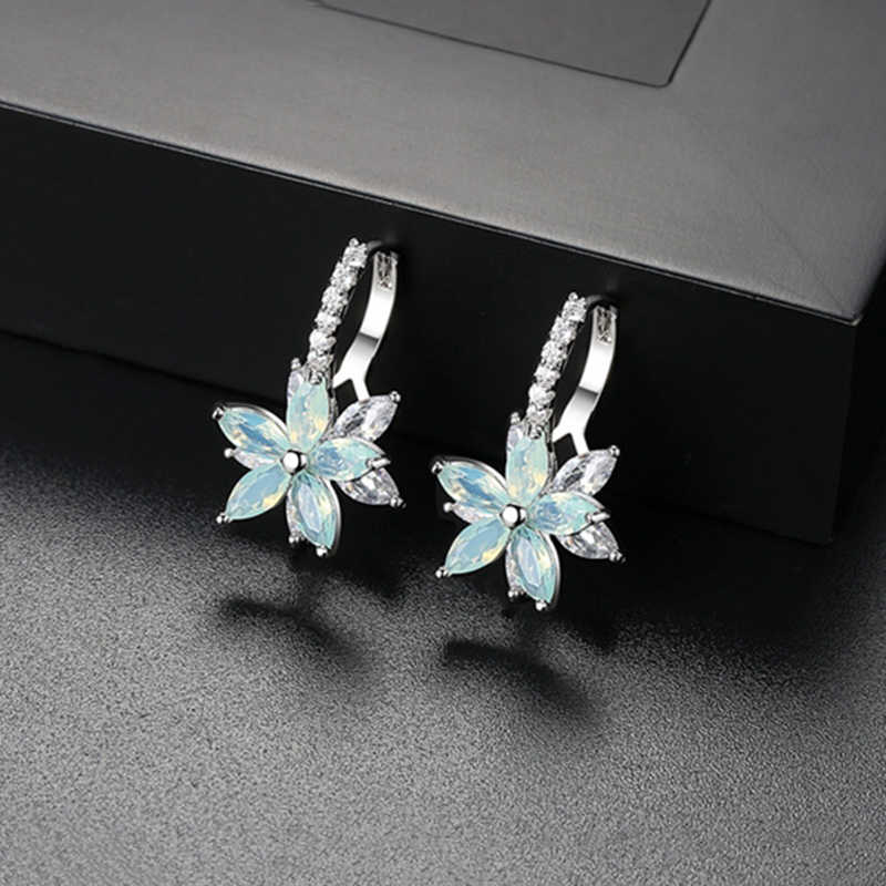MISANANRYNE 2019 Cute Romantic Lovely Clear Stone Flower Shape Convenient Simple Copper Zirconia  Earrings For Women