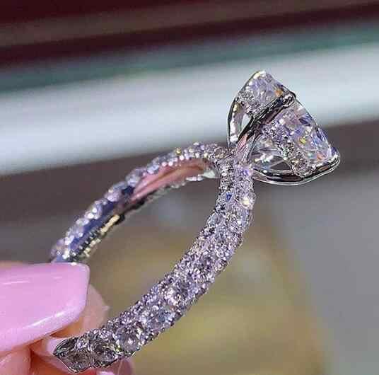 ใหม่อินเทรนด์คริสตัลแหวนหมั้นสำหรับงานแต่งงานหญิงแหวนหินเครื่องประดับสแตนเลสผู้หญิง