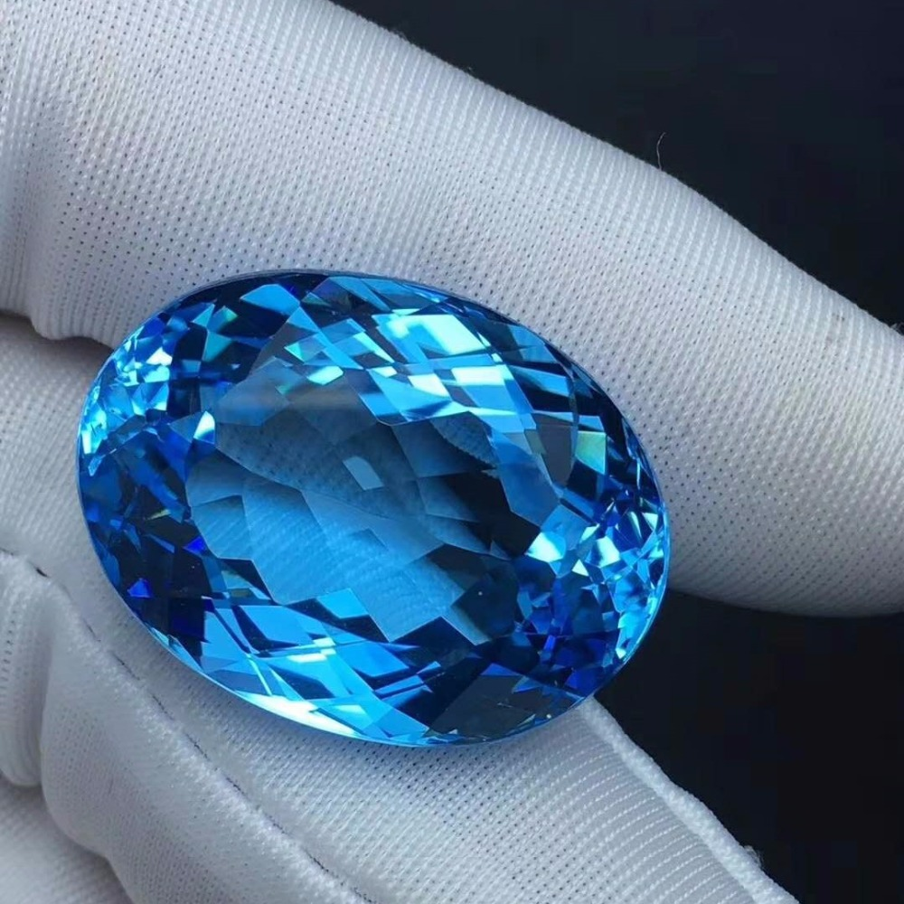 Blue Topaz Weight: 51ct Perfect Gemstone Perfect Quality In Many Styles Perfect Tailoring Beautiful Color Specifications: 25 *18 *13mm