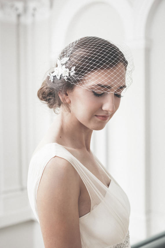 Купить с кэшбэком White bride veil lace bridcage with crystal beaded wedding accessories bride hair accessories