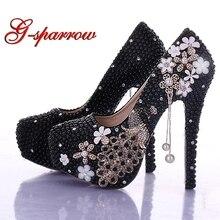 43e92268b Nueva llegada zapatos de novia de perlas negras con borla de pavo real de  cristal zapatos