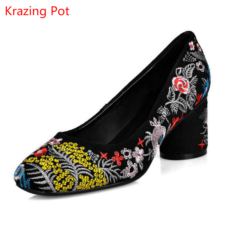 2017 Fashion Embroidery Shallow Classic Women Pumps High Heels Slip on Round Toe Wedding Big Size Chinese Style Flower Shoes L25 2017 hot sale fashion style classic women pumps leisure round toe slip on med heels mature office lady easy walking hot shoes