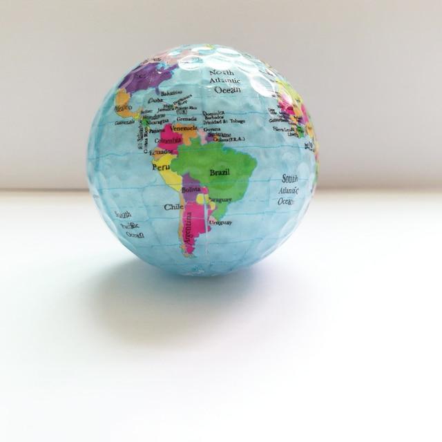 Nouveauté balles de Golf Globe carte couleur balles de Golf 2 pcs/lot pratique balles de Golf cadeau avec carte du monde balles de Golf géographiques uniques