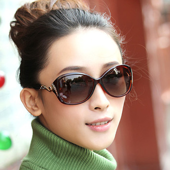DANKEYISI Hot Polarized Sunglasses Women Sunglasses UV400 Protection Fashion Sunglasses With Rhinestone Sun Glasses Female 2018 2