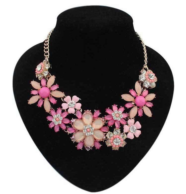 33a256f2dd8b Match-Right nuevo collar pendiente caliente 2015 mujeres tendencias de  joyería Colar declaración moda collares colgantes de flores de resina