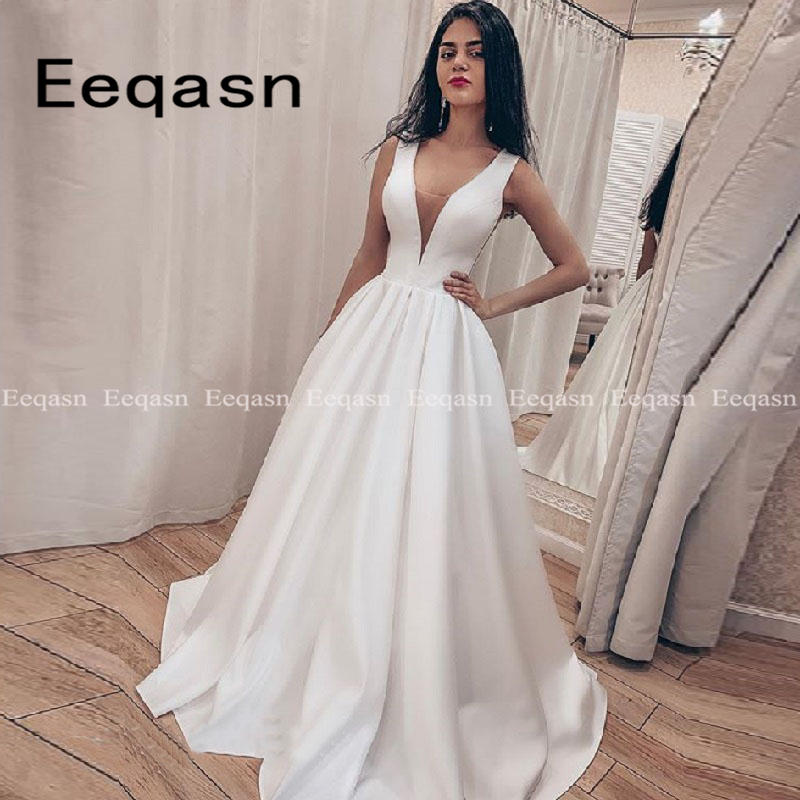 Simple V-neck Wedding Dresses Floor Length Sleeveless A-Line Bridal Dress Sweep Train Elegant Robe De Mariee Cheap 2020