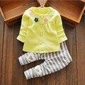 Novo 2016 Crianças Roupa do Menino Da Menina Do Bebê Outono 2 pcs define Flor Cardigan Listrado + Calças Outfit Newborn Bebes Bebek Giyim conjunto Infantil