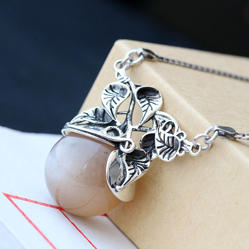 Silver Handmade Jewelry Natural Sunstone Retro Thai Silver Pendant And Necklace Female Models S925 Sterling Silver NecklaceSilver Handmade Jewelry Natural Sunstone Retro Thai Silver Pendant And Necklace Female Models S925 Sterling Silver Necklace