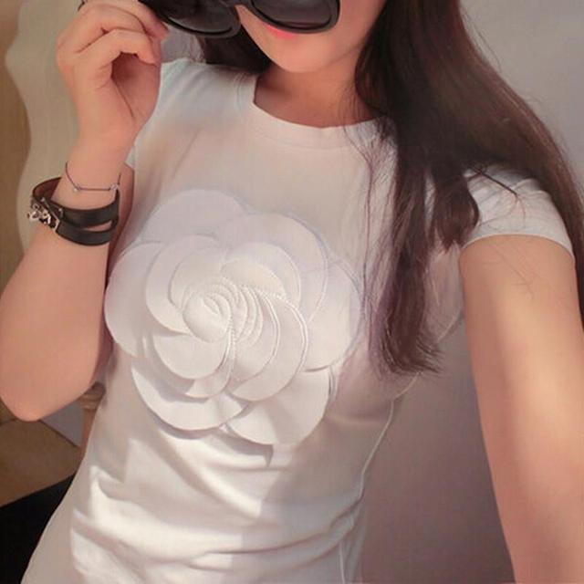 Novo 2017 Mulheres Verão 3d Camélia Bordado Camiseta Marca de Luxo Senhoras Da Moda Tops Magro Ocasional Camisetas Preto/branco