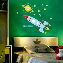 Großhandel Leuchtende Raumschiff Kreative Uhr Wandaufkleber Für Kinderzimmer Glow In The Dark Cartoon Weltraumrakete Vinyl Wandtattoos