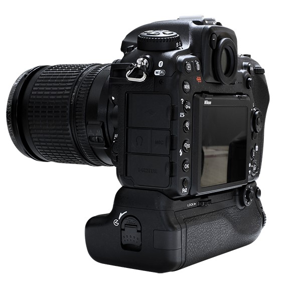 Pixel Vertax D17 Professional Battery Grip For The Nikon D500 DSLR Camera with Vertax VT-A12 Maganize and Vertax D17 Maganize ...