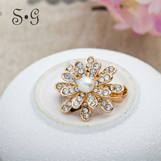 Imitation Pearl Brooches For Women s Coats Flower Rhinestone Brooch Pins For  Wedding Party Fashion Corsage Ornament Scarf 41d21ff17fe5