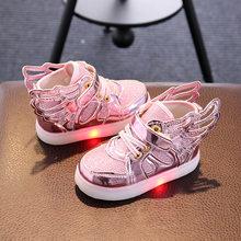 37da186550 Novas Crianças Sapatos Com Luz Crianças Tênis Brilhantes LED Crianças  Sapatos Meninos Da Criança LED Piscando Iluminado Asas Men.